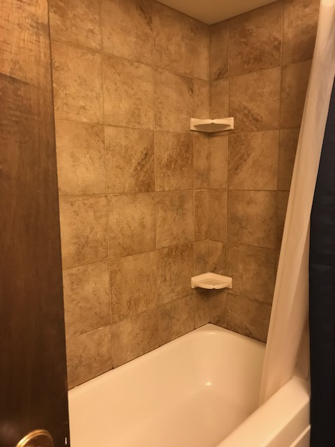 tiled tub / shower